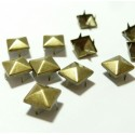 lot de 100 clous pyramide carré à griffe de 8 mm Bronze