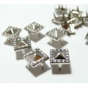lot de 10 clous pyramide carré travaillé à griffe de 8mm PP