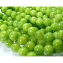 1 fil : 1environ 50 jades teintée couleur vert anis 8mm