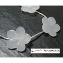 Perles pour bijoux: 1 perle 3 D fleur de jade blanc 25mm 5 pétales