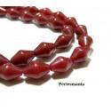 Perles et apprêts: 2 perles jade teintée couleur rouge bi pyramide 8 par 12mm