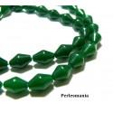Perles et apprêts: 2 perles jade teintée couleur vert bi pyramide 8 par 12mm